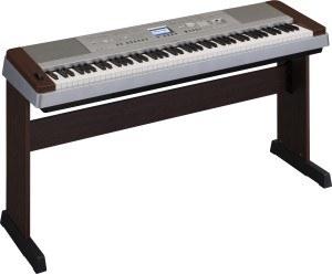 Yamaha DGX 640W piano