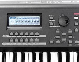 Yamaha MOXF6 display keyboard