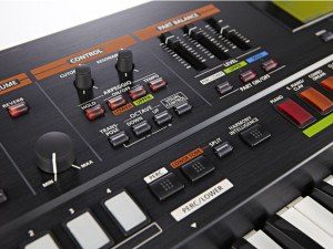 Roland Jupiter 50 synthesizer controlepaneel