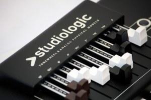 Studiologic Numa Organ 2 review keybed close