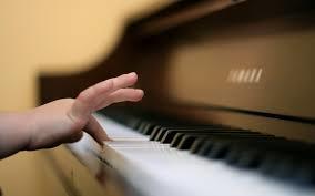 kind Piano leren spelen