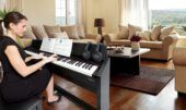 Digitale piano vrouw