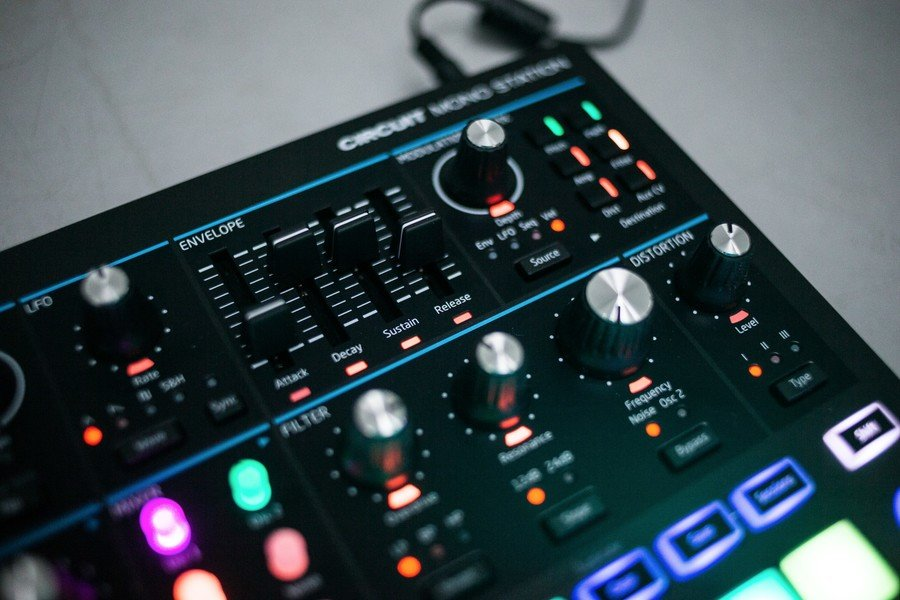 Goedkope Novation Circuit Mono Station Review