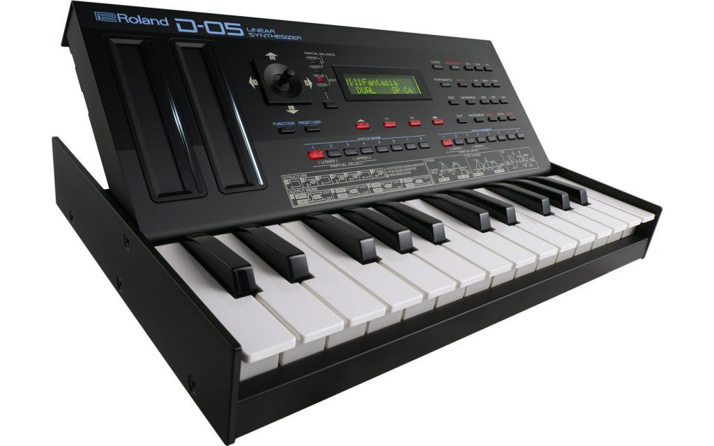 Review Roland D-05 synthesizer