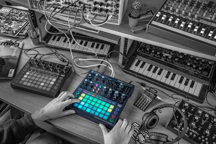 beste synthesizer novation circuit mono station review